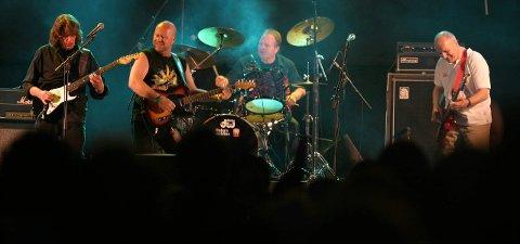 Reunionkonsert: Konsert med «Aunt Mary» på Månefestivalen i 2004. Da besto bandet av Bjørn «Krisa» Kristiansen (f.v), Jan Groth, Ketil Stensvik og Svein Gundersen.