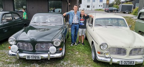 Svensk skjønnhet med unge bileiere: Martinius og lillebror Cedrick Lilleberg har siste året vært bileier av Volvo Amazon i veteranklassen. En interesse de har fått sammen med pappa Pål Magnus med en mørkeblå 1970-modell Amazon sport.