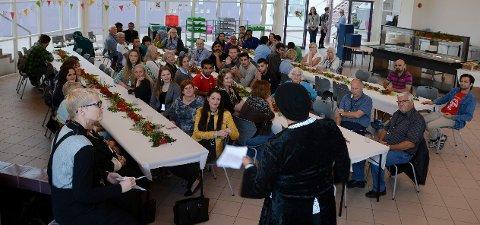 Her ser vi frivillige som var samlet til avslutning på Raumyr statlige mottak 2. september 2016.