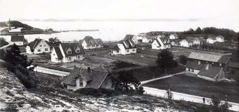 AGNES: Den såkalte «Egne Hjem-»kolonien på Agnes like etter etableringen i 1910. Vi ser at langbrakkene mot fotballbanen ennå ikke er bygd.