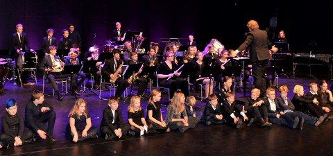 FEMTE GANG: Nanset skolekorps inviterer til Nyttårskonserten Jr. for femte gang søndag. Her fra forestillingen i fjor. (Arkivfoto: Olav Nordheim)
