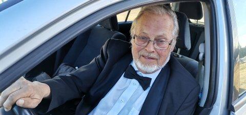 Dag Rosendahl stiller opp i samme smokingjakka på konserter etter 38 år som korist.