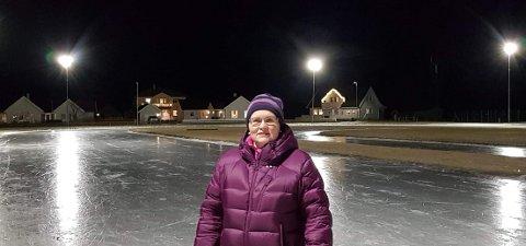 PÅ GLATTISEN: Guri Olsen og Lærdal idrettslag er eit steg nærare realisering av ny kunstisbane i Lærdal.