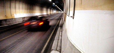 Det kjøres fort også i Freifjordtunnelen (bildet), men det er i Ellingsøytunnelen og Valderøytunnelen (Ålesundstunnelene) det nå er gitt grønt lys for gjennomsnittsmåling av fart.