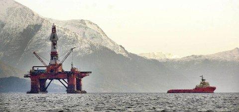 Det var i kinosalen på Transocean Artic - her fotografert på Årsundfjorden - at boredekksarbeideren ble slått av en kollega. Siden har han fått nesten 10 millioner kroner i erstatninger. Nå har retten konkludert med at han ikke skal få mer.