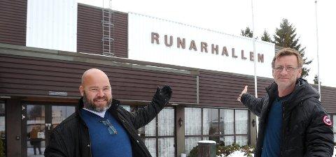 HYTTEMESSE: Arrangørene Tore Bjørnstad (til venstre) og Per Levik ønsker velkommen til messe 9-11 november i Runarhallen.