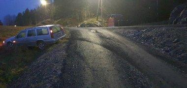 Volvoen som ble tatt i Gjerstad, ble funnet igjen i en grøft ved Neslandsvatn togstasjon i Drangedal.