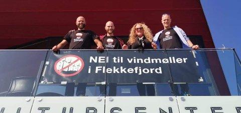 FORNØYD: Styret i Nei til vindmøller i Flekkefjord, fra venstre Jostein Urstad, Dagfinn Norang, Monica Unhammer og Frode Tesaker.