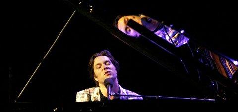 Rufus Wainwright under sin til nå eneste konsert i Bergen, 2. april 2008.