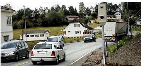 Hovedåre til stor norsk by:  – Jeg har selv erfart at et stort antall bedrifter fra Oslo-området konsekvent ikke valgte Fredrikstad/Hvaler fordi innfartsåren var ineffektiv, heter det i innlegget. Bildet er fra rv. 110 ved Onsøy stasjon.