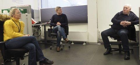 PÅ KONTORET: Tina Denstad, Vegard Johan Lind-Jæger og Paul Rosenmeyer deler ett og samme politikerkontor på rådhuset. Tonen etr god, og de oppfatter samerbeidet partiene imellom som svært godt. Næringsliv og miljø er viktig, men likt stemmer ikke alle i disse spørsmålene. Foto: Terje Næsje