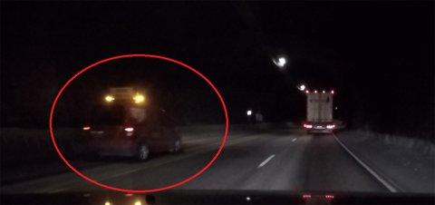BØMLAFJORDTUNNELEN: Bildet viser at bakre ledebil kjører forbi kolonnen med biler, noe som skapte en farlig situasjon.