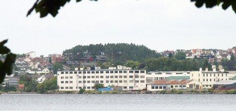 UTSLIPP: Kvernelands gamlefabrikk ved Frøylandsvatnet slipper ut mer krom enn tillatt.