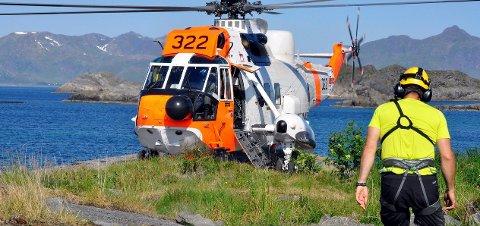 Seaking: Redningshelikopteret fra 330-skvadronen bistår Røde Kors og Den alpine redningsgruppa i vanskelige redningsoppdrag i Lofot-fjellene. Arkivbilde