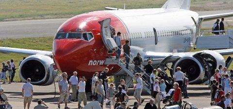 Øker: Flytrafikken vil øke voldsomt i årene framover, tror Erik Solheim.
