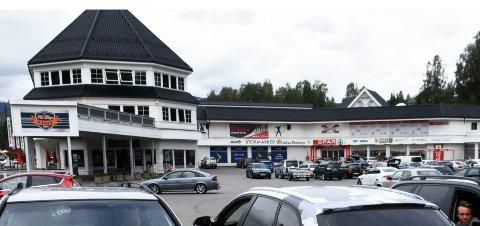 MUNNBIND HER: Nordre land kommune anbefaler alle å bruke munnbind på butikkene i kommunen, slik som her på Bergfossenteret.