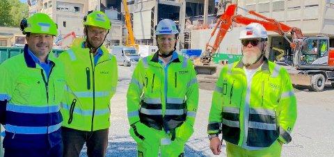 KONTRAKT: Ramirent har inngått prestisjefylt kontrakt med Norcem. Fra venstre fagselger i Ramirent, Ragnar Davidsen, prosjektleder Åge Andreassen, prosjekt- og logistikksjef ved Norcem, Sjur Wiggo Jensen og prosjektleder ved Norcem, Trond M. Høyseth Tangen.