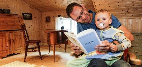Følelser: Fedreskapet har preget ham som forfatter, sier Tor Martin Leines Nordaas (38). Novellesamlingen «Om og menn» handler om vennskap, blant annet til sønnen Sigve (1 1/2). – Det er mange som har tatt plass i hjertet mitt, men aldri i sjela, sier han.Foto: Stine Skipnes