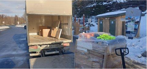 ANMELDELSE: To lastebiler hadde flere hundre kilo overvekt, og sjåførene blir anmeldt etter kontrollen ved Rørvik onsdag.