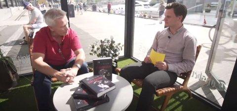 BRYGGEBESØK: Jan-Robert Henriksen (t.v.) besøkte Studio Brygga for å fortelle om sin nyeste bok.
