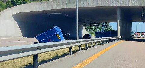 STOR FARE: Det var bare flaks som gjorde at ingen biler traff en av de tre containerne på veien. Bildet er tatt kort tid etter ulykken.