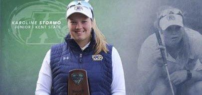 Trofé: Karoline Stormo fikk et trofé og tittelen «Golfer of the year» i det som kalles Mid-American Conference.