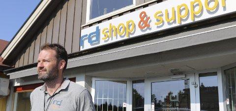 Tyveri: Trond Rausand liker dårlig at frekke tyveri tok seg til rette i butikken hans på Flasbekkesenteret.Arkivfoto