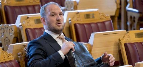 Øker: Samferdselsminister Jon Georg Dale (Frp) ønsker å øke fartsgrensene på utvalgte veier. Foto: Cornelius Poppe / NTB scanpix