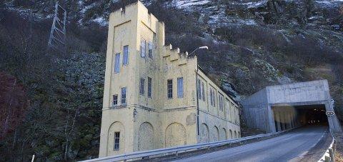 Skal rives: Uttakshuset ved Fykantunnelen for 16 kV-linjen fra Glomfjord kraftstasjon til Yaras koblingsanlegg i Hugvik.