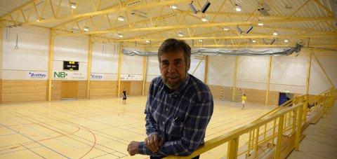 Gir seg: Ulf Saxrud har vært med siden starten i Mørkvedhallen. Nå går han snart av med pensjon. Foto: Stian Høgland