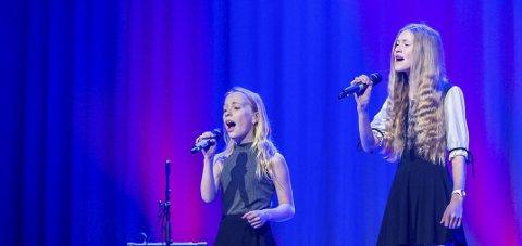 Nytt forsøk: Lovise Lillelund og Sandra Amalie Bergli-Strand skal på scenen i Meløy kulturhus 5. februar.Foto: Johan Votvik