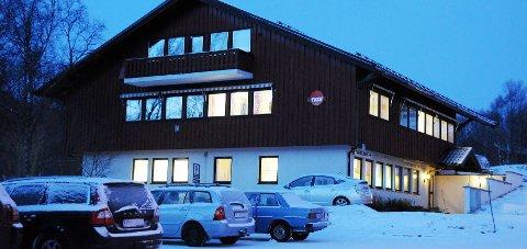 Lokalene: Tannhelsetjenesten holder til i underetasjen til helsesenteret på Oppeid. Nå kan lokalene bli utvidet.