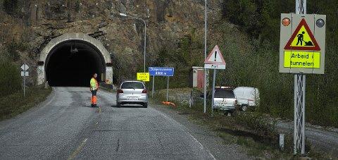 Samisk: Det skal skiltes på samisk både i Steigentunnelen og på Tømmerneset. Det samiske navnet på Steigen er Stájggo.