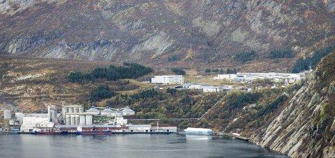 Ny takst: Næringsbyggene i Glomfjord industripark må retakseres fordi den såkalte maskinskatten skal fases ut.