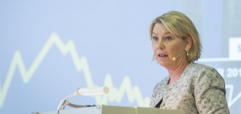 Vil vite mer: Kommunal- og moderniseringsminister Monica Mæland har sendt saken tilbake til Fylkesmannen.