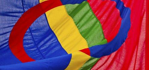FLAGG-TRØBBEL: Nord-Troms videregående skole heiste både det samiske og det norske flagget da elever og ansatte markerte samefolkets dag. Men flagget ville ikke ned. Illustrasjonsfoto