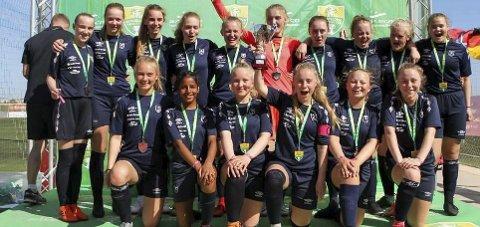 Gode: Tverlandet J16 tapte i bronsefinalen i Barcelona Summer Cup på straffesparkkonkurranse.Foto: Privat