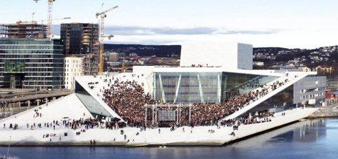 REKORDFORSØK: 14. april samles rundt 3.000 korsangere på operataket – åtte av dem er fra Eggedal sangkor.FOTO:  Erik Berg