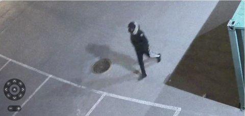 Politiet mener den pågrepne 25-åringen fra drammensdistriktet er mannen som ble filmet av et overvåkingskamera drapskvelden.
