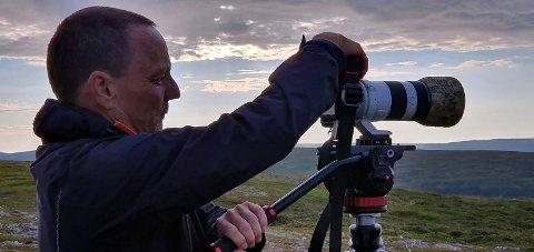 Roy Arne Olsen har fotografering som sin største interesse og profesjon. Nå har fotograferingen fått selskap av en altoppslukende interesse for krigshistorien på Magerøya. Dette vil han fortelle om når Nordkapp Historielag arrangerer temakveld.