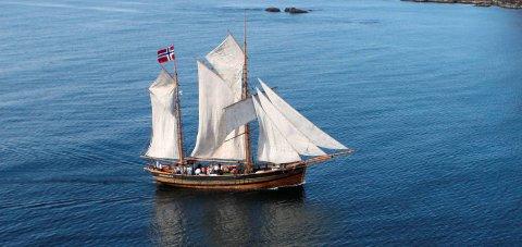 I trøbbel: Galeasen Svanhild treng di hjelp om vi skal få se ho slik i sommar.