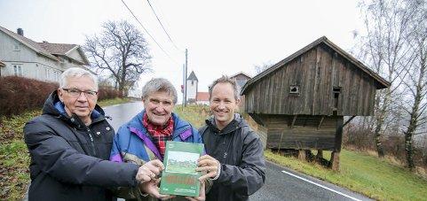 Kandidat 5: Karl Ottar Fjeld, Svein Åstrøm og Lars Ole Klavestad er ute med bind 14 i serien om gårder og slekter i Borge.