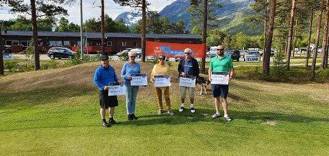 DELTOK: Fem golfere i Skjomen. Fra venstre Ivar Klavenes, Lisbet Kristiansen, Bodil Simonsen, Kristian Grønvold og Tarald Andersen.