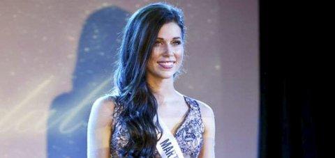 MED BÅND: Miss Universe Norway-finalist Martine Rødseth vil bære missebånd under Morodalsfestivalen. Foto: Natalia Pipkina