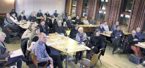 OM SØR I NORD: Folkemøtet om utviklingen av Sentrum Syd fant sted i Sentrum Nord, men engasjementet var likevel stort.BILDER: SIGMUND FOSSEN