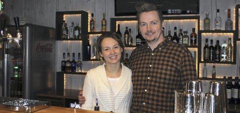 ÅPNER: Skogen Restaurant åpner dørene lørdag. Per Gundersen og Magda Nawrocka er klare til å ta imot gjester.