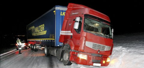 UTFOR: Det bulgarske vogntoget var ikke skodd for norske vinterveier.FOTO: SIGMUND FOSSEN