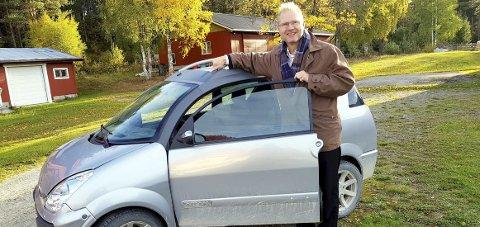 MOPEDBIL: Denne mopedbilen, en tosylindret Aixam, veier 350 kilo. Nå kan den bli lovlig for 16-åringer, sier Frps Tor André Johnsen.FOTO: PRIVAT