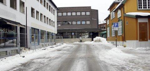 STENGER: Rådhusgata og deler av Fjellgata i Kongsvinger blir stengt i tre uker, men fortauet på høyre side blir farbart.FOTO: SIGMUND FOSSEN