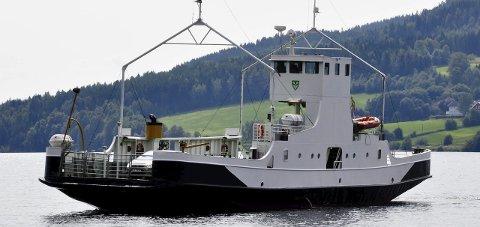 UTE AV DRIFT: Randsfjordferja. Arkivfoto